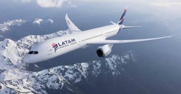 LATAM-avion-montañas-nieve-770x513