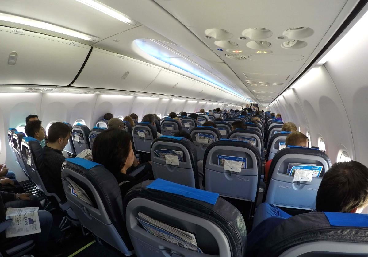 Aerolineas-Argentinas-Economy-737-19
