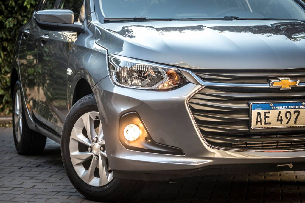 Chevrolet-Onix-LTZ-ext-frente-baja