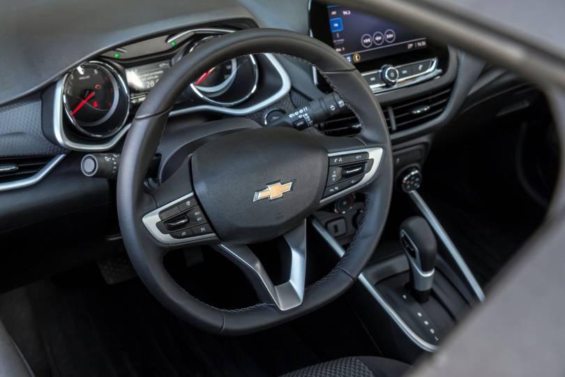 Chevrolet-Onix-LTZ-interior-volante-baja